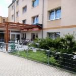"""Seniorenpflegezentrum """"Am Kottmar""""  - Im modernen Wintergarten mit Freiterasse können die Mahlzeiten eingenommen und kulturelle Veranstaltungen durchgeführt werden."""